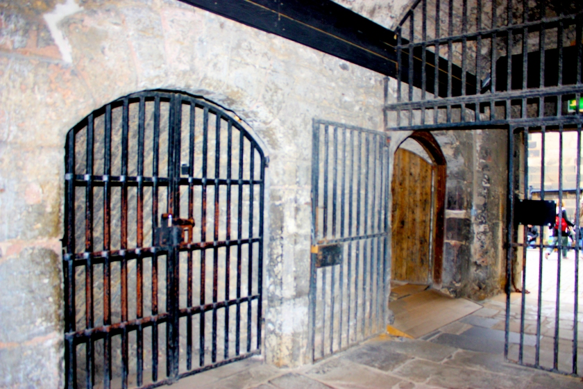 2016-10-08_prisongatesedinburgh