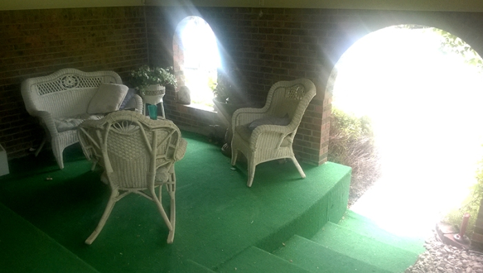 Empty-Porch-800_20140712_001