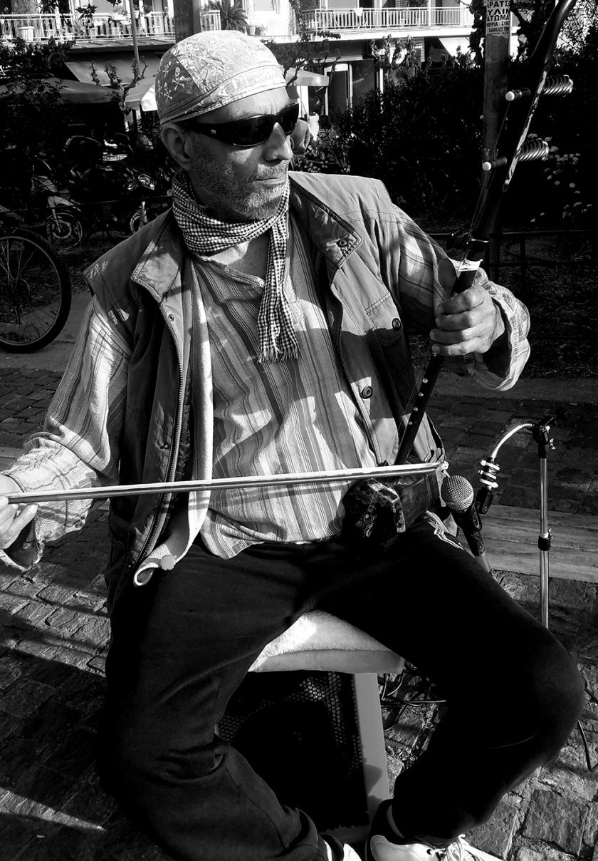 StreetMusician-Monochrome20170411_180336-1000