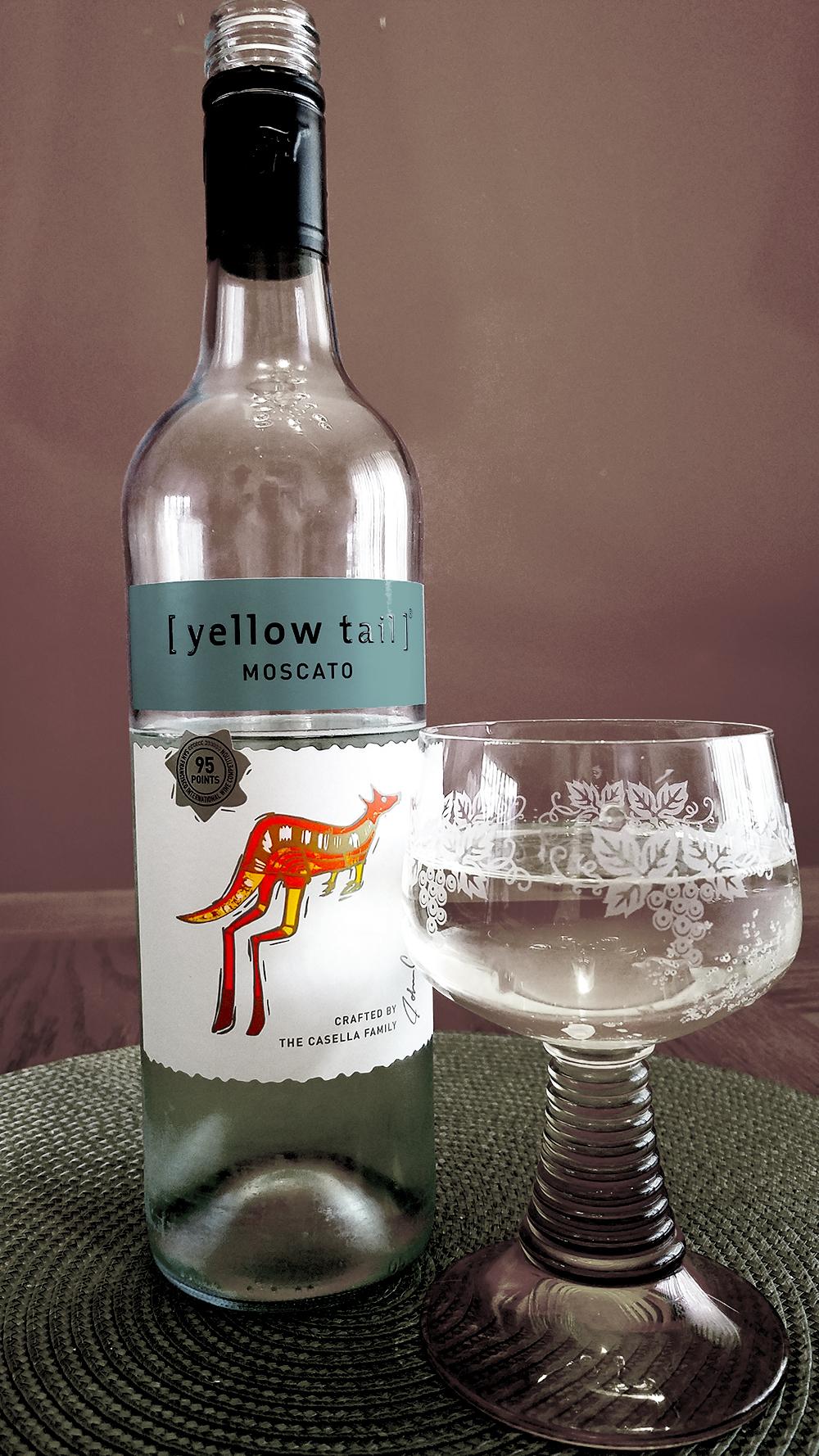 yellowtail-wine-1000-monochrome