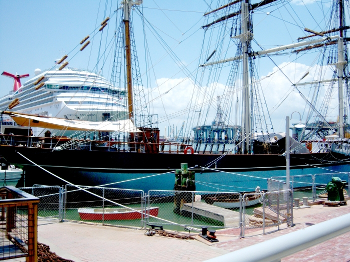 Galveston - old and new ships