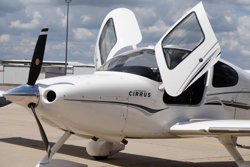 whiteplaneDSC00662