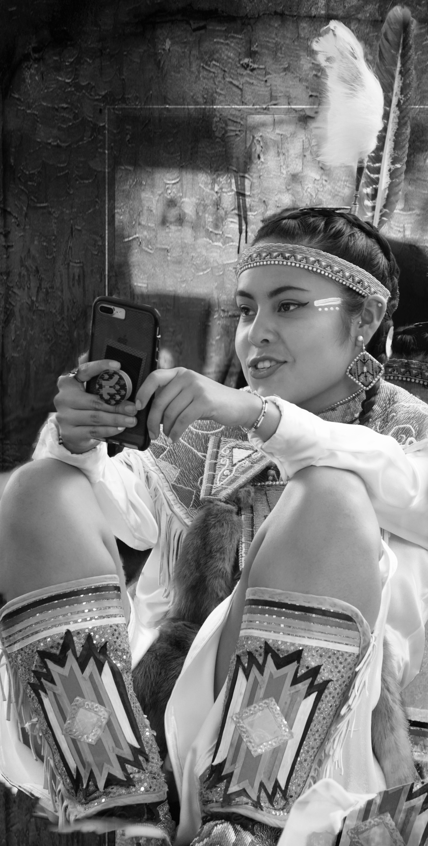 00-girl-powwow-cellphone-DSC02893_monochrome