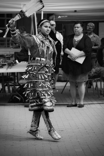 00-jingledancer-powwow-DSC02921_A_monochrome
