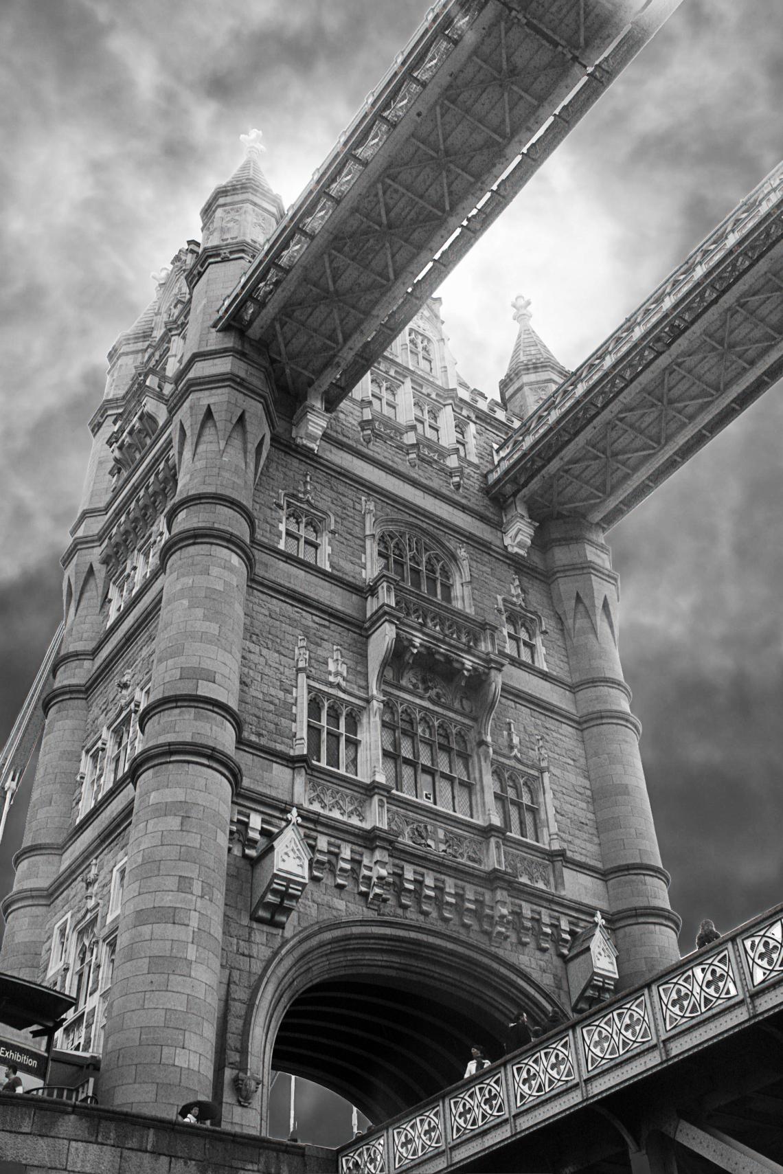 LondonTowerBridge01-IMG_3074_artistic2_monochrome