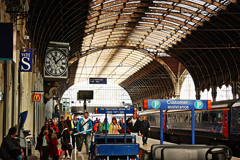00-busytrainstation-London-IMG_2615A