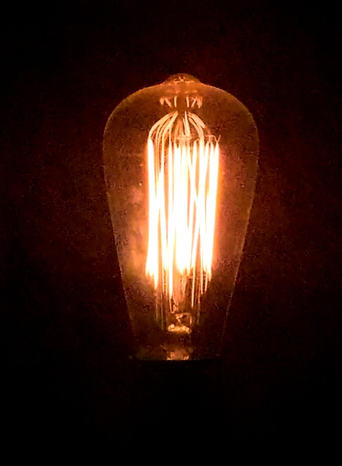 lightbulb-01-20180210_115303_25317743157_o_pe