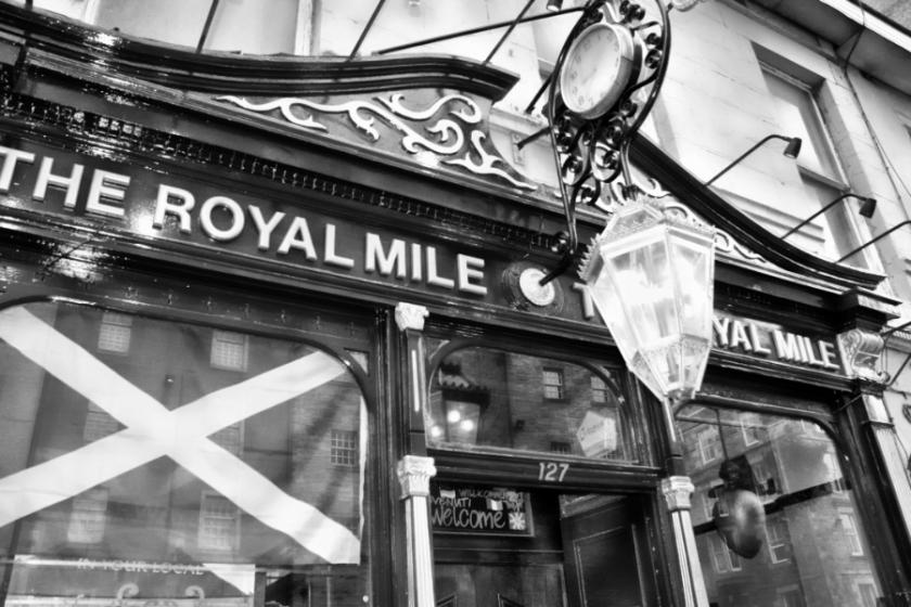 00-RoyalMile-Storefront-20090406_145_M900