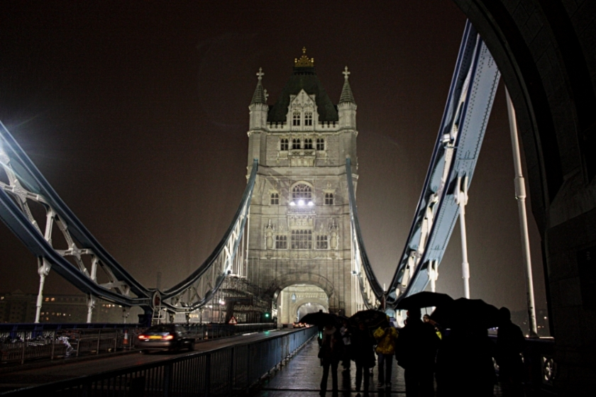00-TowerBridgeatNightintheRain-IMG_3284_900