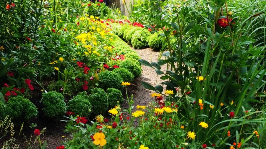 00-GardenPath-DSC06251_A900